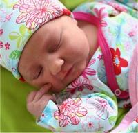 newborn baby girl picture.jpg