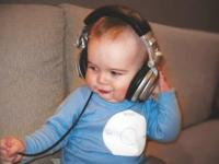 Cute baby iPod girl.jpg