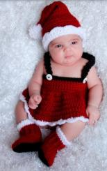 Newborn baby photo shoot with Kitted Christmas outfit.JPG