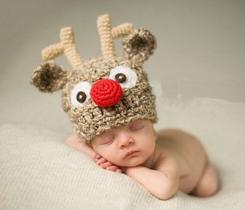 Newborn Xmas photo shoot dress like reindeer.JPG